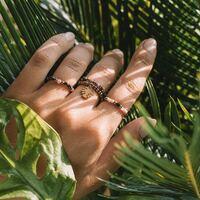 Kochani już na dniach rusza nasz nowy sklep online ☀️ Ulepszony i z pięknymi zdjęciami. Również mocno uzupełniamy asortyment między innymi pierścionki z kamyczków i pozłacanej stali 🥰